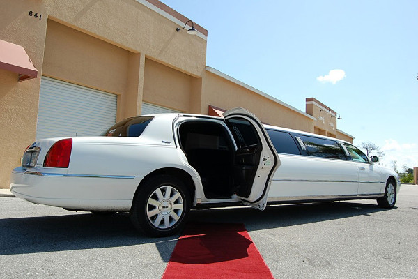 8 Person Lincoln Stretch Limo Baton Rouge